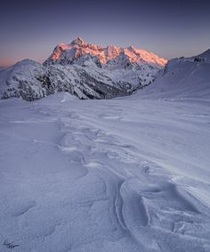 My first time in below-zero temperatures, I froze for an hour or so while waiting for this reflective sunset light on Mt. Shuksan (Washington)  - #funny #lol #viralvids #funnypics #EarthPorn more at: http://www.smellifish.com