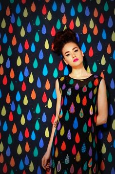 Ana é da forma que ela quiser ser, é da cor que tiver que ter, é da chuva a gota e do sol, o raio.