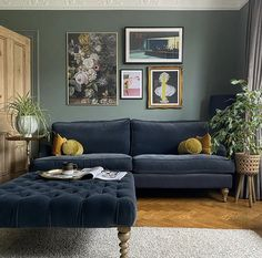 Dark Green Living Room, New Living Room, Home And Living, Living Room With Color, Colorful Living Rooms, Green Living Room Ideas, Living Room Color Schemes, Living Room Designs, Victorian Living Room