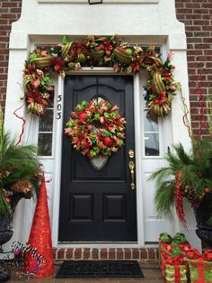 50 Awesome Christmas Front Porch Decor Ideas And Design 33 christmas Christmas Front Doors, Christmas Door Decorations, Christmas Porch, Christmas Wreaths, Christmas Crafts, Holiday Decor, Porche, Boxing Day, Diy Weihnachten