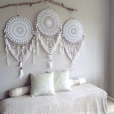 Handmade Home Decor Handmade Home Decor, Diy Home Decor, Dreamcatcher Crochet, White Dreamcatcher, Los Dreamcatchers, Doily Dream Catchers, Dream Catcher Mobile, Dream Catcher Craft, Creation Deco
