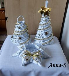 Bielo-zlatá sada, Papierové pletenie | Artmama.sk Newspaper Basket, Newspaper Crafts, Paper Weaving, Weaving Art, Christmas Star, Christmas Wreaths, Christmas Ornaments, Diwali Decorations At Home, Christmas Decorations