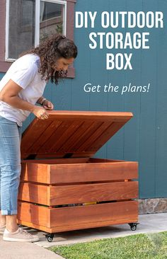 Easy wooden DIY outdoor storage box or bench for patio. Detailed how to build tutorial, plans and video. Outdoor toy storage idea #anikasdiylife Scrap Wood Projects, Diy Furniture Projects, Furniture Makers, Outdoor Projects, Woodworking Projects That Sell, Diy Woodworking, Diy Storage, Outdoor Storage, Diy Home Improvement