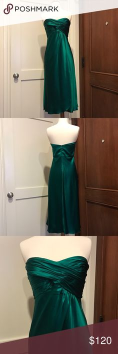 Strapless Silk Midi Dress from Banana Republic Beautiful strapless silk midi dress from Banana Republic. Only worn once and in perfect condition! Gorgeous, rich emerald-green color. Empire waist. Light boning at sides of bust. This dress is a four, but since it's silk and not at all stretchy it would be best for buyers with a smaller bust. Banana Republic Dresses