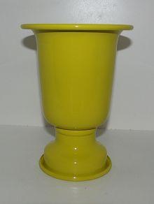 Vaso Alumínio M Amarelo Ref: VAA03 Dimensões (cm): 22a x 29d Cor: amarelo Qtde disponível: 2 Valor por peça: R$ 6,00 ---- Vaso Alumínio P Amarelo Ref: VAA06 Dimensões (cm): 18 alt x 13 diam Material: alumínio Cor: amarelo Qtde disponível: 2 Valor por peça: R$ 4,00