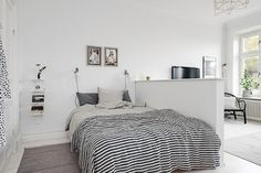Gris, negro, blanco y madera es una combinación que, por más que la vemos, no nos cansamos de ella.