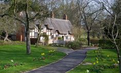 Anne Hathaway's Cottage & Gardens - Shakespeare Birthplace Trust