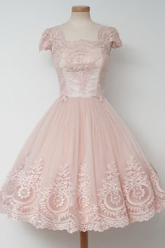 Vintage Tea-Length Ball Gown Pearl Pink Homecoming Dress with Lace