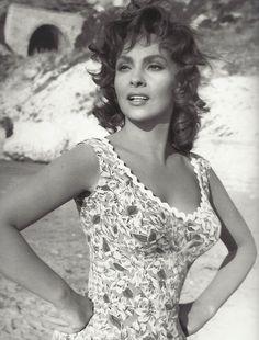 Italian nude celebrities sexy pics 28