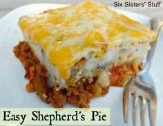 Easy Shepherd's Pie Casserole on SixSistersStuff.com - one of my family's favorite meals! (Shepherd Mix Ground Beef)