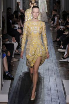 Gold on yellow...completely enriches the dress. And the interesting hemline makes me like this dress more