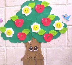 árvore de EVA para painel decorada com flores e maças Foam Crafts, Preschool Crafts, Crafts For Kids, Woodworking Jigs, Woodworking Projects, Classroom Calendar, Bee Design, School Decorations, Tree Art