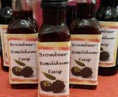 Brombeer-Basilikum-Essig Brombeer-Basilikum-Essig by on www. Chutney, Cucumber Salad, Blackberry, Vinegar, Buffet, Goodies, Food And Drink, Homemade, Snacks