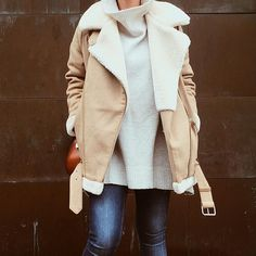 Pin for Later: Real-Life Proof That a Shearling Jacket Is This Season's Must Have Slouchy Style Trend Fashion, Zara Fashion, Womens Fashion, Winter Looks, Fall Winter Outfits, Autumn Winter Fashion, Trend Council, Outfit Invierno, Street Style