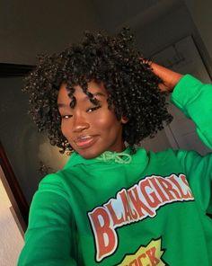 Instagram: aaanokk Cute Short Natural Hairstyles, Black Girl Short Hairstyles, Curly Hair Styles Easy, Short Curly Hair, Natural Hair Styles, Short Hair Styles, Baddie Hairstyles, Teen Hairstyles, Edges Hair