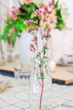 How to create a beautiful summer centerpiece using wildflowers for boho farmhouse decor
