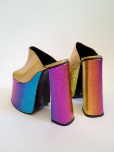 iridescent | mother-of-pearl | gleaming | shimmering | metallic rainbow | shine | anodized | holographic | oil slick | peacock | iridescence |  Platforms