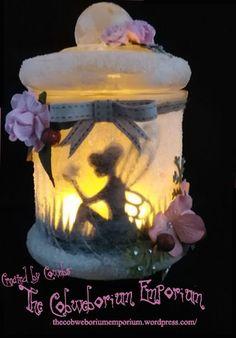 To capture a Fairy in a Jar . Fairy Jar by Cobweborium Emporium 1 Fairy Lanterns, Fairy Lights, Tea Lights, Mason Jar Diy, Mason Jar Crafts, Diy Home Decor Projects, Diy Projects To Try, Fairy Crafts, Diy And Crafts