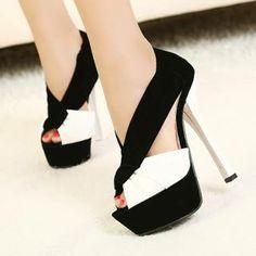 chaussure noire et blanches