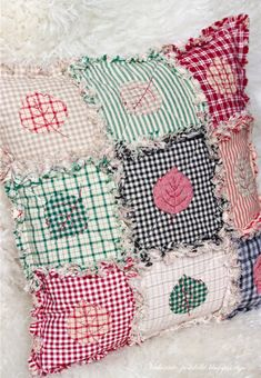 Patchwork and Quilting - Folding Bag Tutorial. Patchwork and Quilting ~ DIY Tutorial Ideas! Baby Patchwork Quilt, Patchwork Cushion, Crazy Patchwork, Quilt Baby, Quilted Pillow, Patchwork Patterns, Quilt Patterns, Crazy Quilting, Japanese Patchwork
