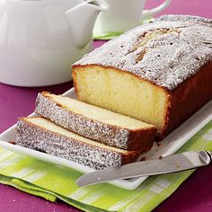 Ready for a tea party? A baby or wedding shower? Maybe you just want to bake something special for breakfast? We have the perfect recipe. Pineapple Muffins, Lemon Loaf, Lemon Bread, Zucchini Bread Recipes, Good Food, Yummy Food, Breakfast Buffet, Sweet Peach, Perfect Food