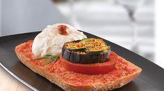 #Bruschettone, una #explosión de #sabor que engatusará tu #paladar: #Burrata, #berenjena, #maíz tostado, #mostarda, #calabacín y #tomate. ¡Repetirás! http://www.latagliatella.es/menu/antipasti-entrantes/