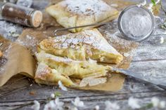 Bougatsa, a Greek treat that you make for breakfast or for a snack. (in French) Healthy Dishes, Healthy Breakfast Recipes, Healthy Cooking, Cooking Recipes, Greek Desserts, Greek Recipes, Greek Cooking, Recipe Mix, Cheat Meal