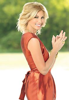 The singer's been working on an album, raising three girls and creating a perfume. Of course she's figured out simple hair and makeup strategies--she had to. Medium Hair Styles, Short Hair Styles, Blond, Tim And Faith, Tim Mcgraw Faith Hill, Country Girls, Country Music, Country Singers, Celebs