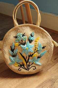 Round vintage straw raffia hand bag purse