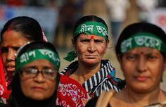 Women participate in a rally for climate change awareness in Dhaka, Bangladesh, Saturday, Nov. People Around The World, Around The Worlds, Environmental Ethics, Dhaka Bangladesh, Environmentalism, Story Of The World, Powerful Images, World View, Paris Photos
