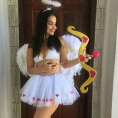 Have a quick look at the best Halloween Costumes for Women which can easily be DIYed. From BFF Halloween costumes to easy peasy & cute Halloween costumes. Disney Halloween, Halloween 2018, Halloween Outfits, Last Minute Halloween Costumes, Halloween Diy, Angel Halloween Costumes, Celebrity Halloween Costumes, Group Halloween, Halloween Orange