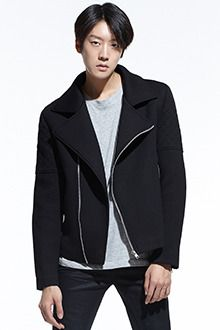 Redhomme Neoprene Rider JacketNeoprene rider jacket. With wide notch lapels, long sleeves, and easy zip closure. Comes with a full lining, drop shoulders with quilted accent, and boxy fit. Best paired with casual outfits.