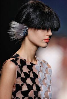 【画像 1/2】フェンディ×デルフィナ・デレトレズ 目玉とファーの異色コラボ発表 | Fashionsnap.com