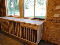 Thinking of building your own workbench but aren't quite positive where to start? Then, you're in right place. In this post, we've compiled 11 DIY workbench ideas that you can use in your play-act area, in your garage, or in your home office. Stained Glass Mosaic, Mosaic Glass, Glass Room, Glass Work Table, Glass Shelves, Studio Layout, Glass Shelves In Bathroom, Glass Storage, Stained Glass Studio