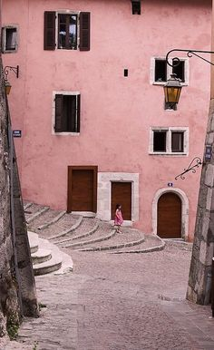 la vie en rose....somewhere in france//pink. Looks like Lyon.