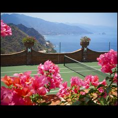 Win or lose, I'd be happy playing on this #tennis court!