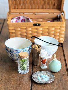 海外の旅の思い出を茶箱に。ふくいひろこ「京都発 茶箱あそび、つれづれ」6月 How To Make Tea, Tea Ceremony, Afternoon Tea, Matcha, Utensils, Cool Stuff, Tableware, Packing, China