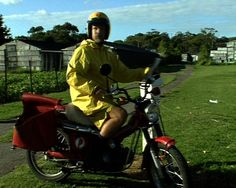 This clip shows postal delivery officers in a range of mail delivery situations, and includes an interview with a female motorbike delivery officer. 1989.  Learn more about our history here: http://auspo.st/1C0gYkJ