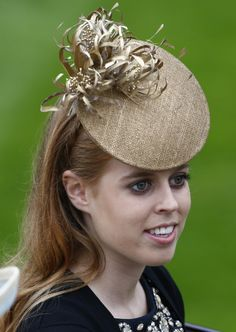 Britain's Princess Beatrice smiles as she arrives by carriage for ladies' day at the Royal Ascot horse racing festival at Ascot, southern England, June 20, 2013 - P. T. creation