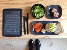 Menu du jour 22/01 - Salade romaine + vinaigrette moutarde-citron-huile de noix Bio - Truite fumée Bio -  Rondelles de radis noir + endives - Fromage frais - Pain aux céréales - Scones Vegan framboise+noix de coco home-made (par Claire)