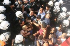 Twitter / mehmet_aslanolu: Taksim Dayanışma, HDK, EMEP, TKP üyelerinin cembere alınıp gözaltına alınma anı. 8/7/2013