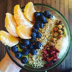 Wake Up Wonderful Smoothie Bowl by @thebennetttwins #avocado #spinach #dates #coconutwater #banana #mango #pineapple #ginger #brazilnut #lemon & @amazinggrass green #superfood  topped with fresh #oranges #blueberries #hempseeds #mulberries #gojiberries #coconut and a sprinkle of #local #beepollen!!!! #smoothie #smoothiebowl #health #nutritionstripped #nutrition #hemphearts #hempfood #hemplife #hemp4life