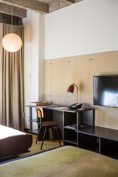 like the desk transition to bench and the plywood wall backer uniting it all (ace hotel los angeles)