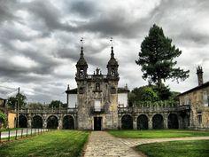 Pazo de Oca (+) en Pontevedra, GALICIA / Por -Fernando- d[^_^]b – Flickr / Foto de la capilla del parque (++).   Actualmente pertenece a los duques de Medinaceli. Los edificios actuales son de los siglos XVII - XVIII. Los jardines del pazo son uno de los mejores exponentes de la jardinería en Galicia.