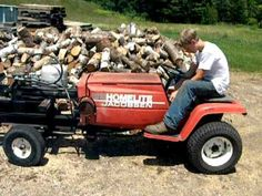 This is a 1972 jacobsen homelite lawn mower that we made into a woodsplitter. We took the electronic clutch of the front pto that would usually run the mower. Woods Equipment, Outdoor Power Equipment, Firewood Processor, Log Splitter, Riding Mower, Coors Light, Garden Crafts, Cool Tools, Outdoor Projects
