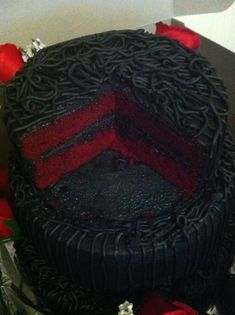 Red velvet and black wedding cake.Red and black / gothic Wedding Reception. I ca… Red velvet and black wedding cake.Red and black / gothic Wedding Reception. I can only imagine all of the wedding pics with a bunch of people with stained lips and teeth lol Gothic Wedding Cake, Gothic Cake, Black Wedding Cakes, Red Velvet Wedding Cake, Gothic Wedding Ideas, Vampire Wedding, Black Red Wedding, Cake Wedding, Purple Wedding