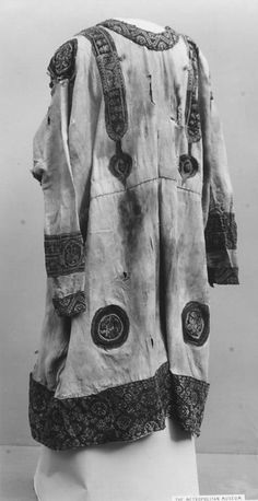 Tunic  Date: 6th–7th century Geography: Egypt, Eshmunein Medium: Wool Dimensions: 60.62 in. high 41.00 in. wide (154 cm high 104.1 cm wide) Classification:  met museum  Zoom (dimensions: 494 x 960)