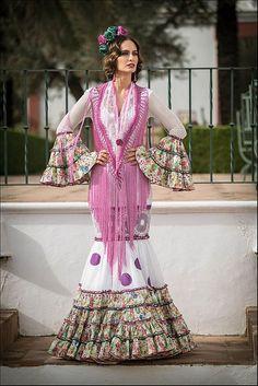 Colección de trajes de flamenca 2015 - Manuela Macías Moda Flamenca Spanish Fashion, Gypsy, Kimono Top, Girls Dresses, Glamour, Saree, Womens Fashion, Inspiration, Flamenco Dresses
