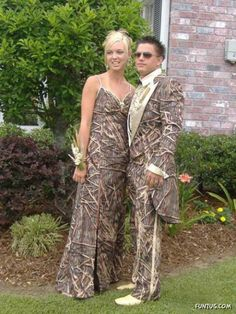 20 Of The Funniest Prom Couples Ever Captured On Camera: 20 Of The Funniest Prom Couples Ever Captured On Camera