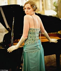''Downton Abbey'' Lady Edith Crawley At the Piano and Night out with her man Friend Michael Downton Abbey Costumes, Downton Abbey Fashion, Edith Crawley, Laura Carmichael, Vintage Outfits, Vintage Fashion, Vintage Couture, Lady Mary, Mode Chic